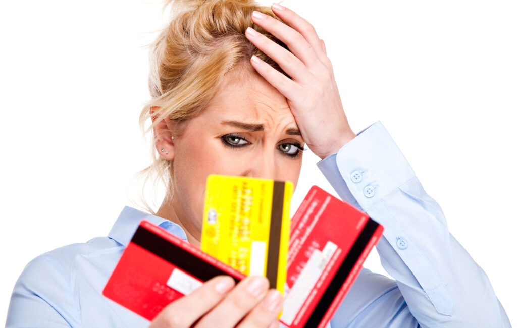 Стоит ли закрыть кредитную карту после погашения долга?